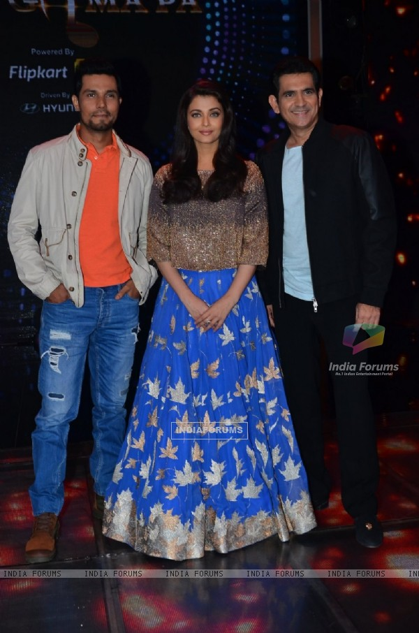 Randeep Hooda, Aishwarya Rai Bachchan and Omung Kumar of Sarbjit on Show 'Sa Re Ga Ma Pa'