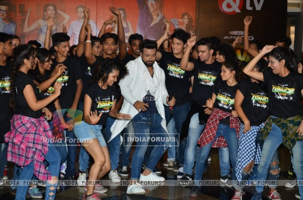Rithvik Dhanjani with 'So You Think You Can Dance' team at Song Launch of 'Housefull 3'