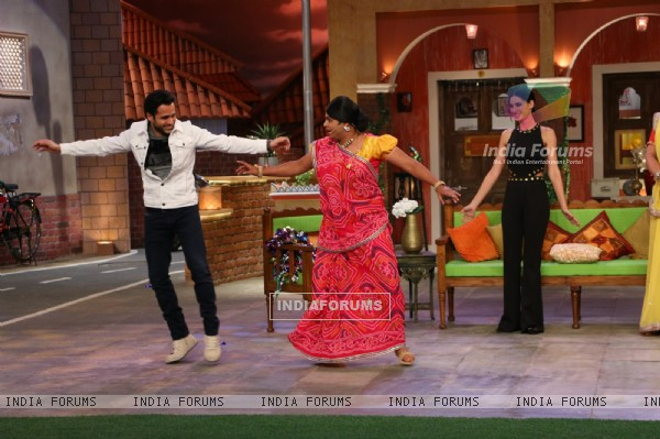 Emraan Hashmi and Nargis Fakhri Promote of 'Azhar' on the sets of 'Comedy Nights Live'