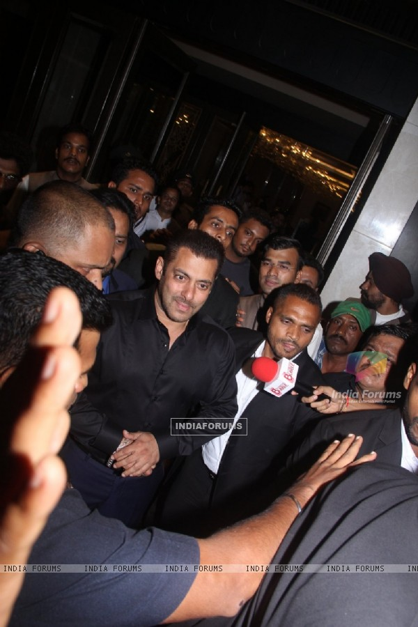 Salman Khan Graces the Wedding Reception of Preity Zinta & Gene Goodenough