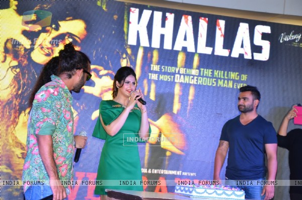 Toshi Sabri, Zarine Khan and Sachin Joshi at Song Launch of Veerappan 'Khallas'