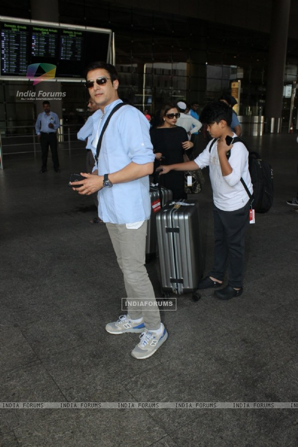 Jimmy Shergill Snapped at Airport