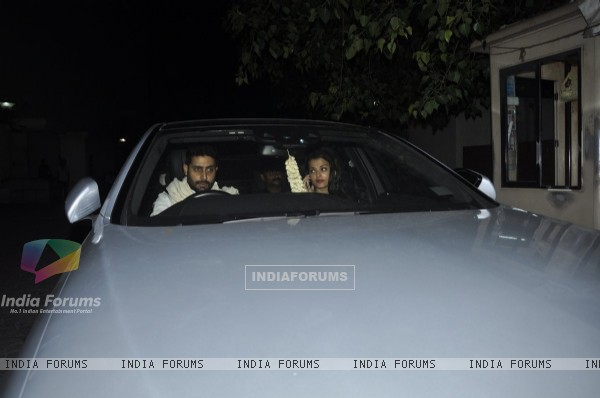Abhishek Bachchan & Aishwarya Rai Bachchan on a Dinner Outing