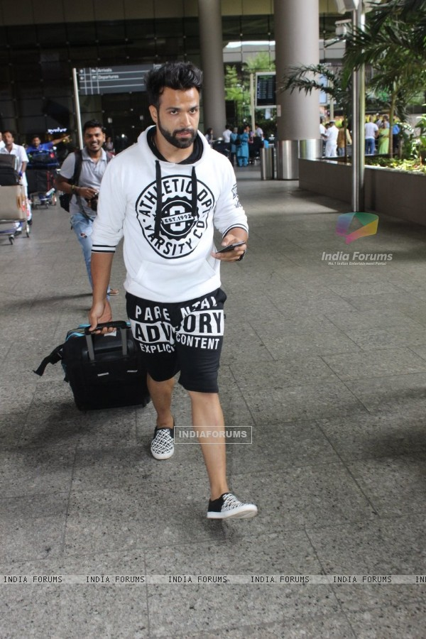 Spotted at Airport: Rithvik Dhanjani!
