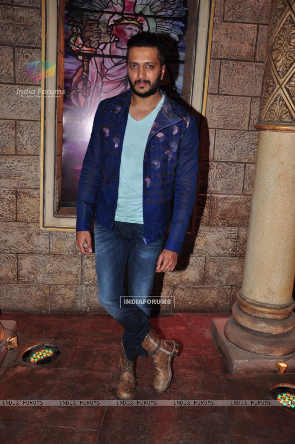 Riteish Deshmukh Promotes Housefull 3' on the sets of Comedy Nights Bachao
