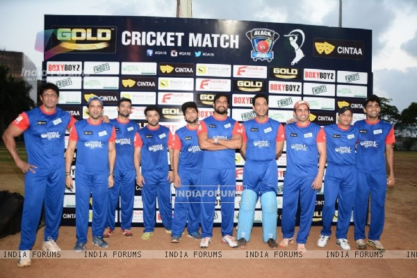 Vikas Kalantri and Sharad Kelkar Play Gold Cricket Charity Match For A Cause
