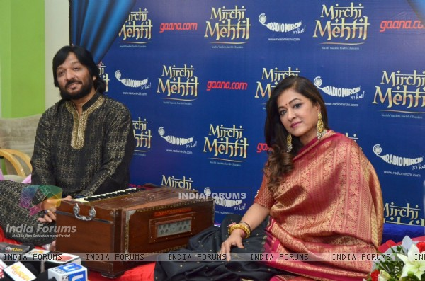 Roop Kumar Rathod Sings for his wife Sonali at Mehfil Radio Mirchi