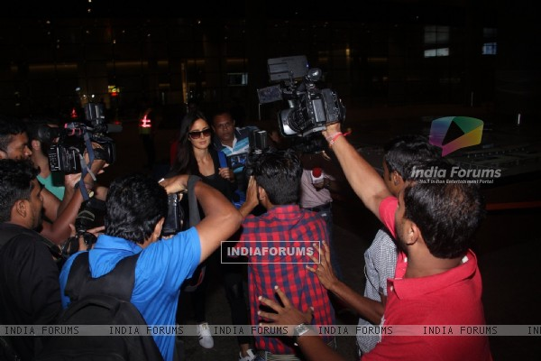 Katrina Kaif Snapped at Airport