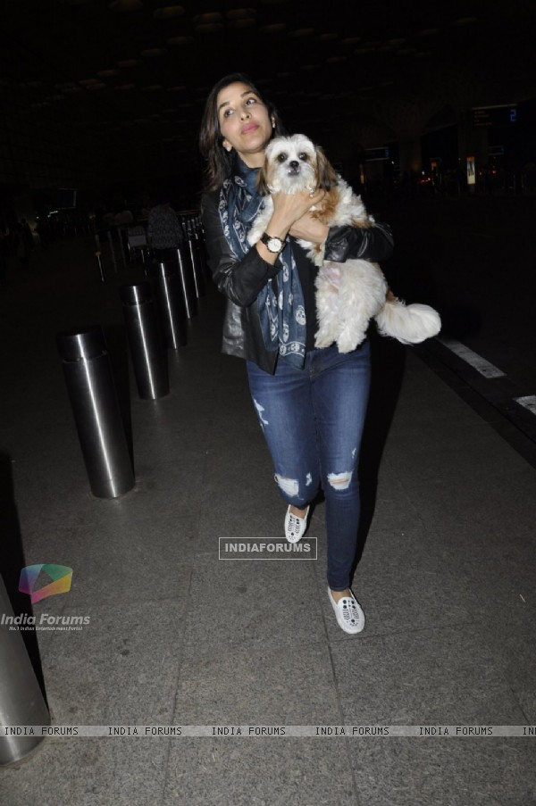 Sophie Choudry Snapped at Airport