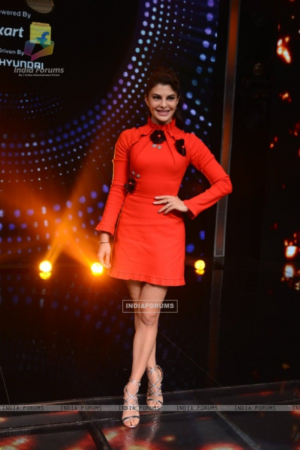 Jacqueline Fernandes Promote 'Housefull 3' On the Sets of Sa Re Ga Ma Pa 2016