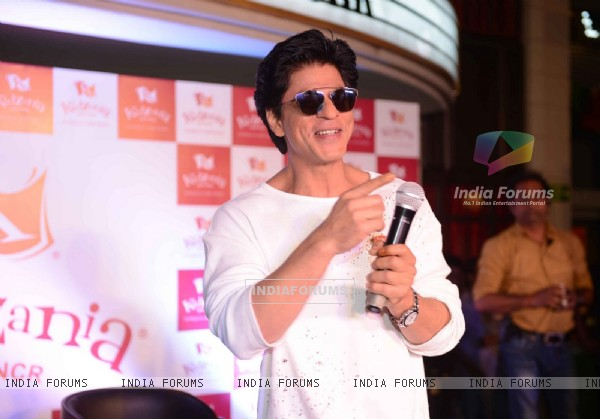 Shah Rukh Khan has a blast with Children at 'KIDZANIA' Mumbai