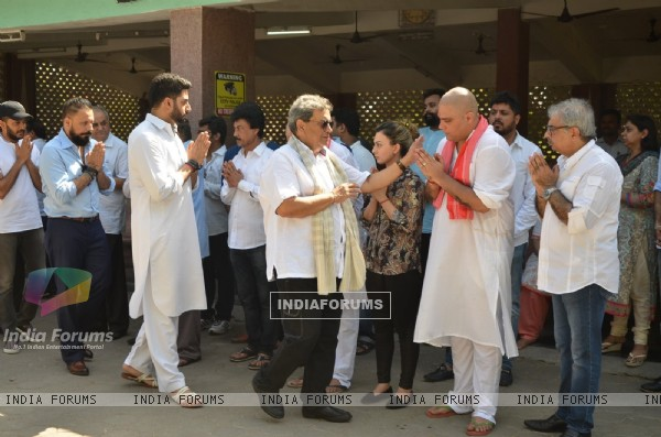 Subhash Ghai and Abhishek Bachchan at Vikas Mohan's Funeral