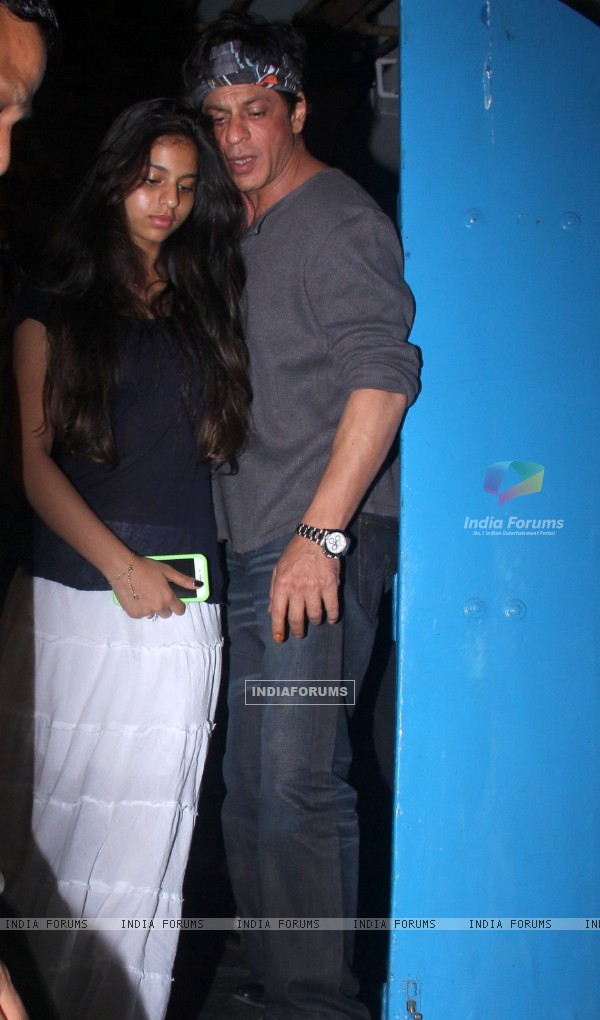 Shah Rukh Khan snapped with her daughter Suhana Khan outside Olive!