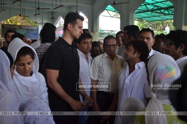 Rajpal Yadav at Actor Raza Khan' s Funeral at Actor Raza Khan' s Funeral