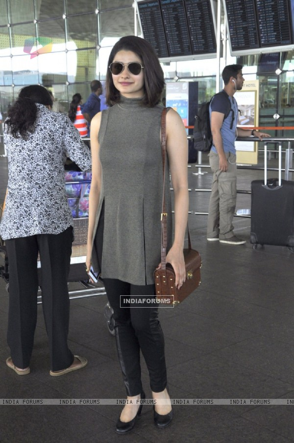 Prachi Desai Snapped at Airport!