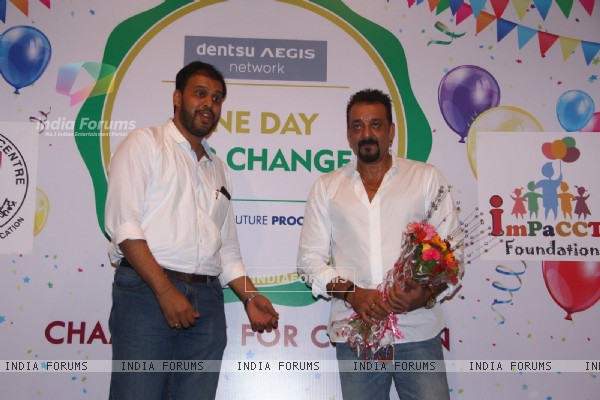 Sanjay Dutt Visits Tata Memorial Hospital