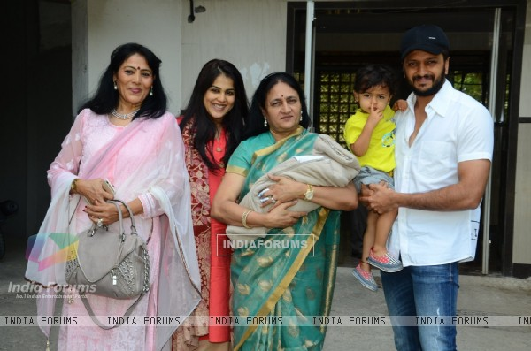 Genelia D'souza gets discharged: snapped with Riteish and Riaan and other family members!