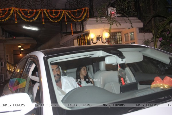 Ekta Kapoor Leaves for Dinner party with Tusshar Kapoor on her Birthday!