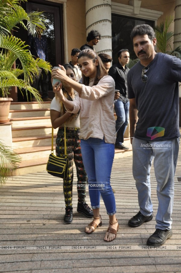 Alia Bhatt at Press Meet of IFTDA for Udta Punjab Controversy!