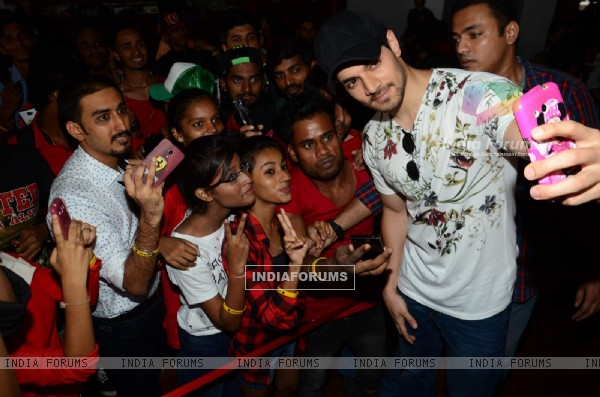 Sooraj pancholi at Lauren Gottlieb organizes charity event on her 28th Birthday!