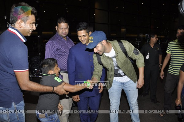 Airport Diaries: Varun Dhawan meets his little fan!