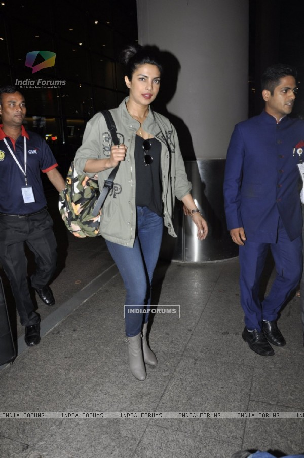 Airport Diaries: Priyanka Chopra !
