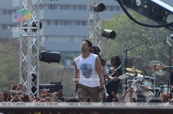 Farhan Akhtar Shoots for Live Performance Scene of Rock on 2!