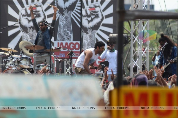 Farhan Akhtar, Purab Kohli & Arjun Rampal Shoots for Live Performance Scene of Rock on 2!