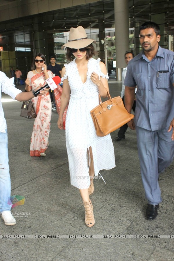 Aiport Scenes: Always in Style, Kangana Ranaut!