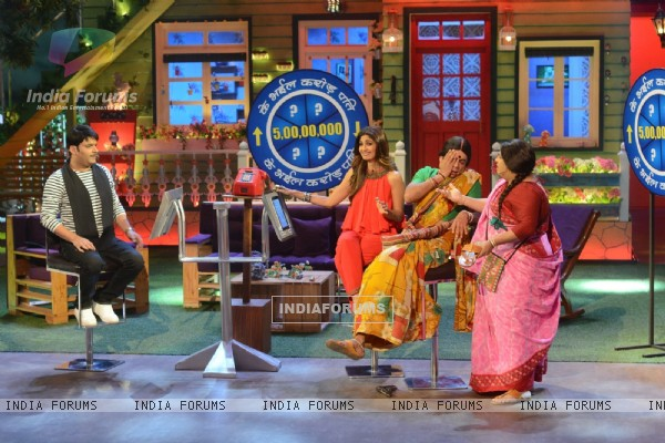 Shilpa Shetty with Kapil Sharma, Sunil Grover and Kiku Sharda on The Kapil Sharma Show