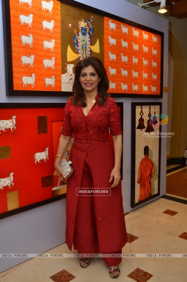 Bina Aziz at Nargis Dutt Foundation's Art Event