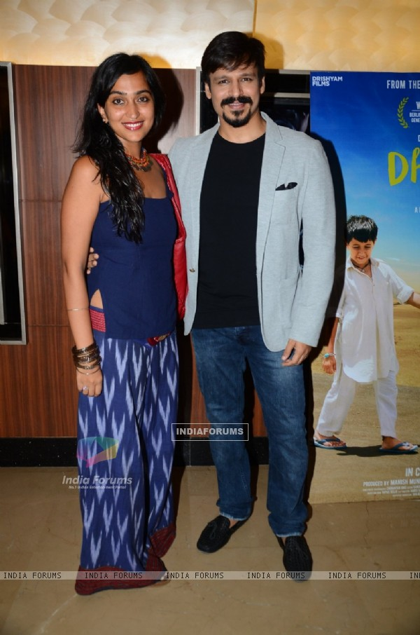 Vivek Oberoi with wife Priyanka at Special Screening of 'Dhanak'