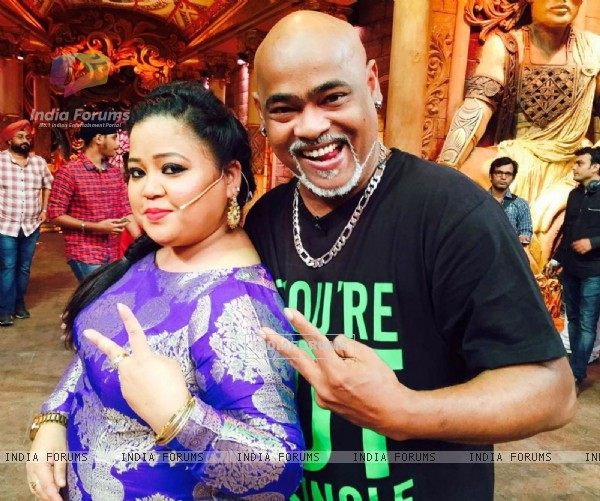 Vinod Kambli has a Blast on the sets of 'Comedy Nights Bachao'
