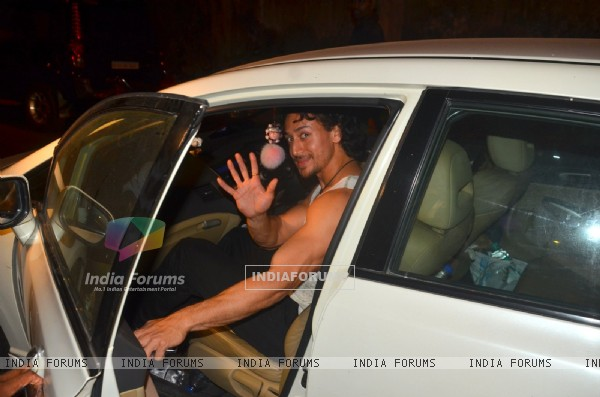 Tiger Shroff Snapped with Girlfriend Disha Patani