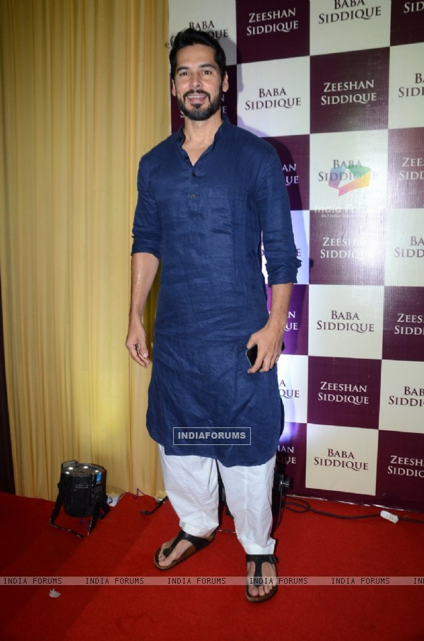 Dino Morea at Baba Siddique's Iftaar Party 2016