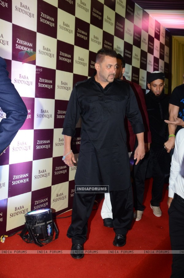 Salman Khan at Baba Siddique's Iftaar Party 2016