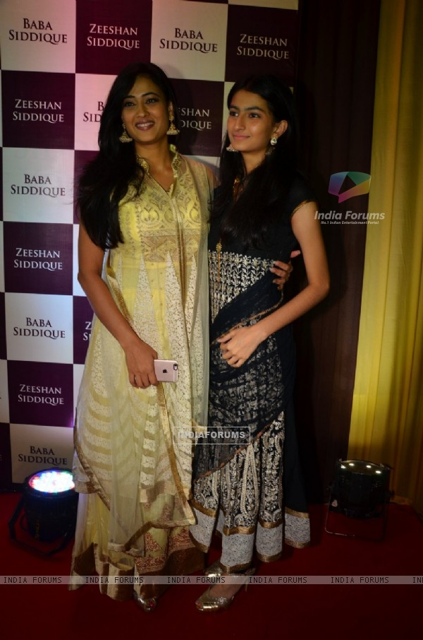 Shweta Tiwari with daughter Palak Chaudhary at Baba Siddique's Iftaar Party 2016