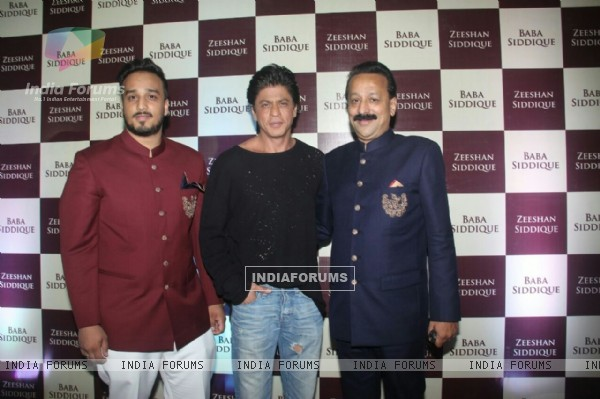 Shah Rukh Khan at Baba Siddique's Iftaar Party 2016