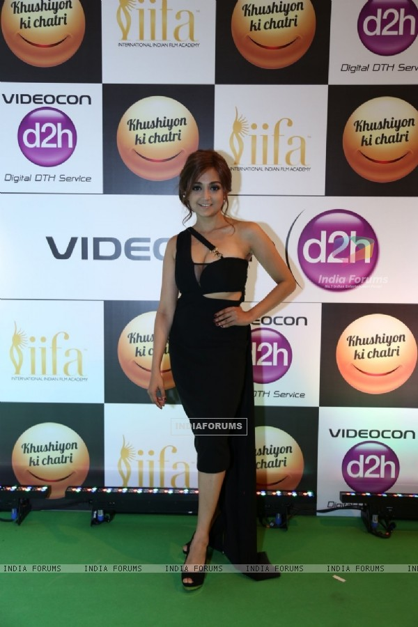 Singer Monali Thakur at Star Studded 'IIFA AWARDS 2016'