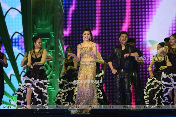 Urvashi Rautela at SIIMA Awards 2016
