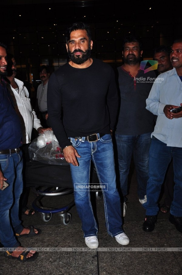 Sunil Shetty at Airport