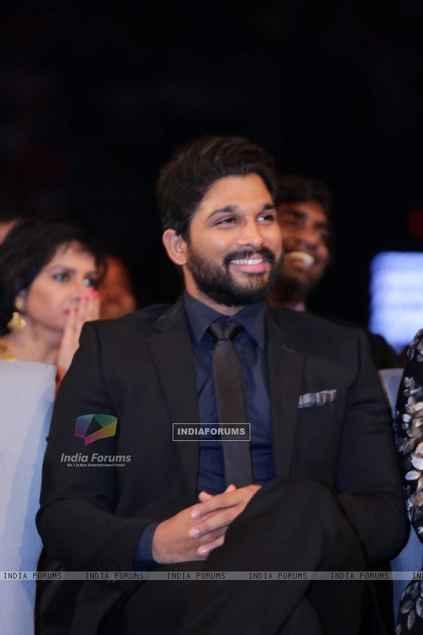 Allu Arjun at SIIMA Awards 2016