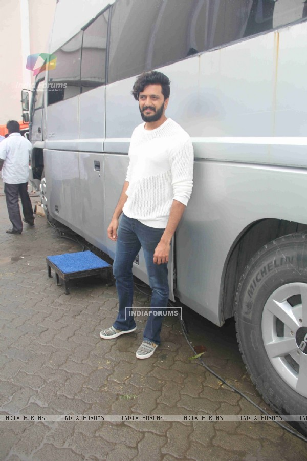 Riteish Deshmukh Snapped at Mehboob Studio!