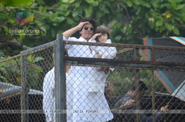 Shah Rukh Khan and AbRam Khan solutes on EID 2016 meet!