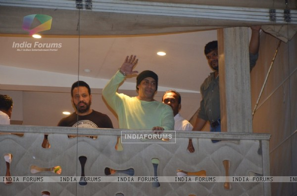 Salman khan celebrates EID 2016 with his body guard Shera at Galaxy Appartment