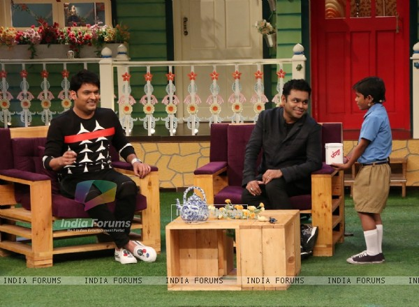 A R Rahman interacting with fans on the sets of The Kapil Sharma Show