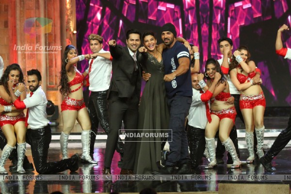 Varun Dhawan, John Abraham & Jacqueline  Promotes 'Dishoom' on India's Got Talent!