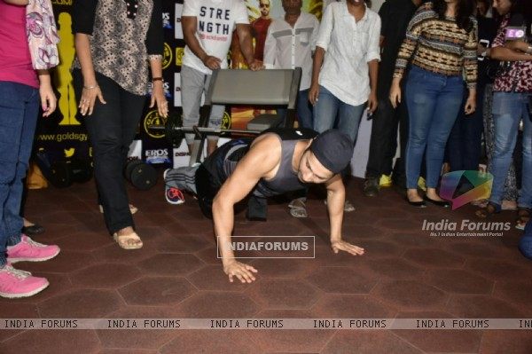Push up time for Varun Dhawan during Workout Session with Dishoom cast!