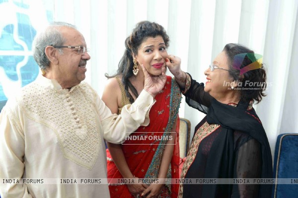 Sambhavana Seth poses with her mom and dad at Mehendi Ceremony!