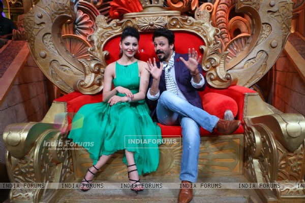 Urvashi Rautelaa and Vivek Oberoi Promotes 'Great Grand Masti' on 'Comedy Nights Bachao'